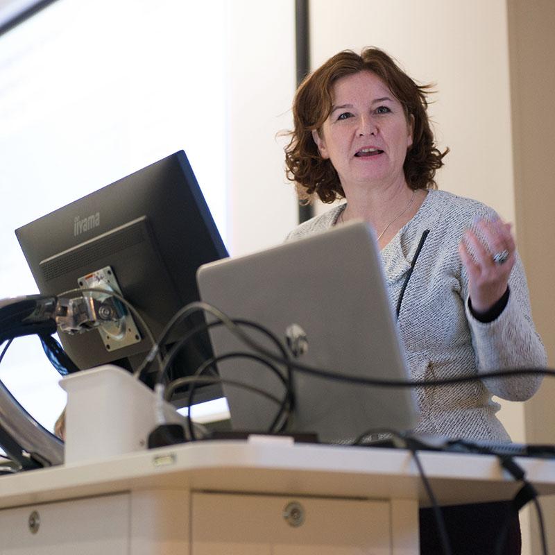 Dr Rhona Anderson